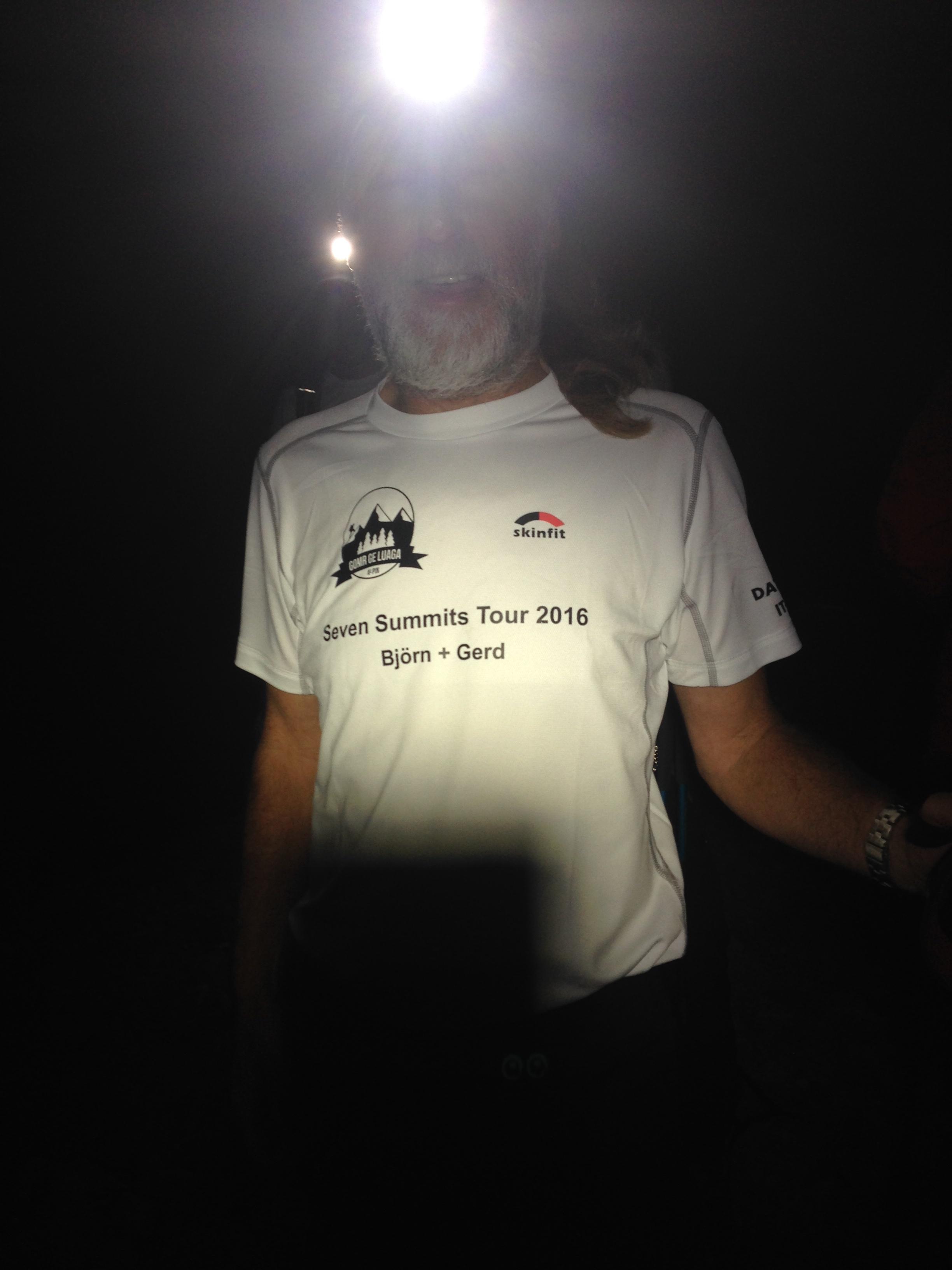 Rigo mit stolzem T-Shirt